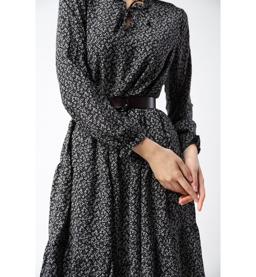 Платье ниже колена на талии резинка, принт в мелкий цветочек