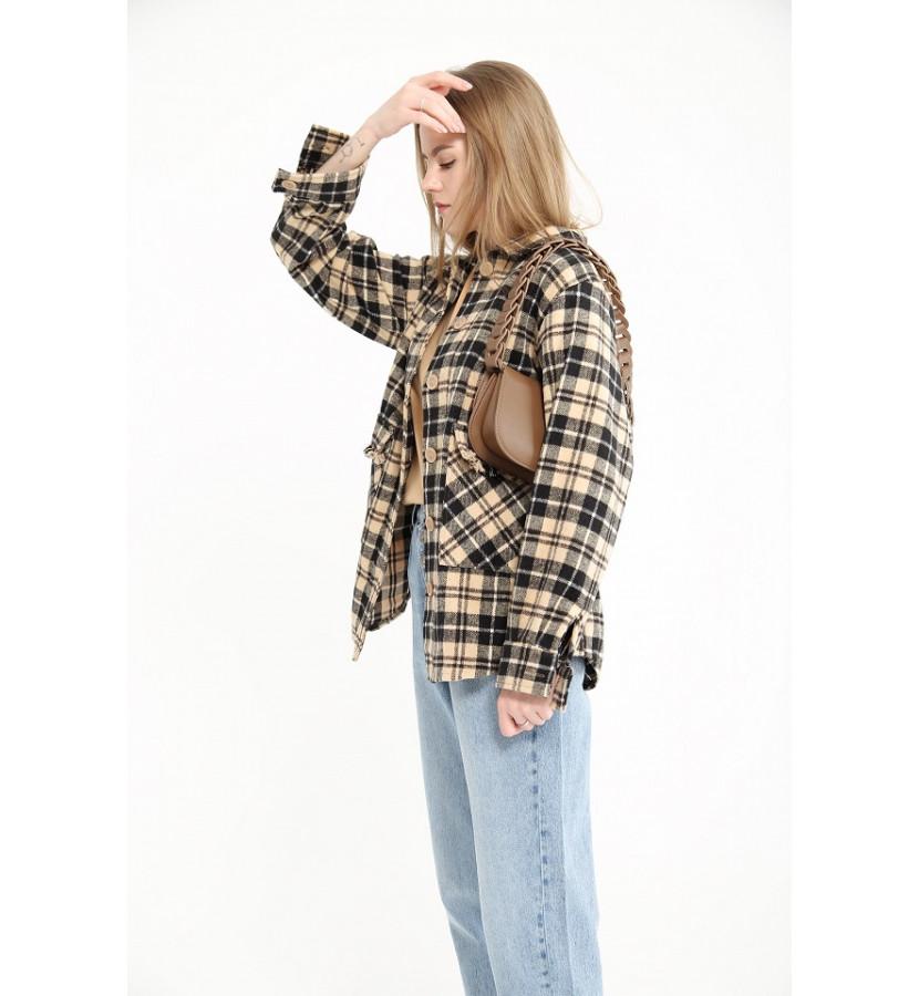Рубашка свободного кроя в клетку, на карманах бахрома
