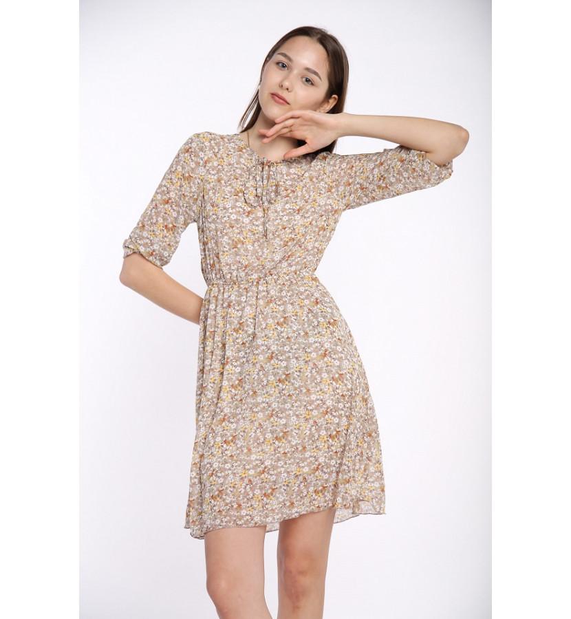 Платье в мелкий цветочек, на талии резинка, завязка на вороте