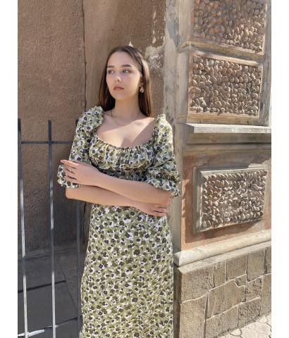 Платье миди с разрезом, рукава на резинке, принт в мелкий цветочек