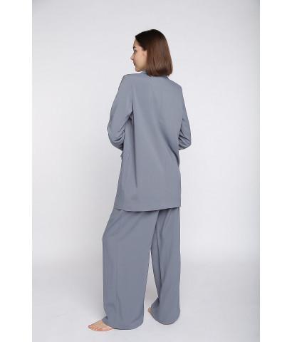Костюм классического кроя, жакет удлиненный  и брюки-палаццо полной длины