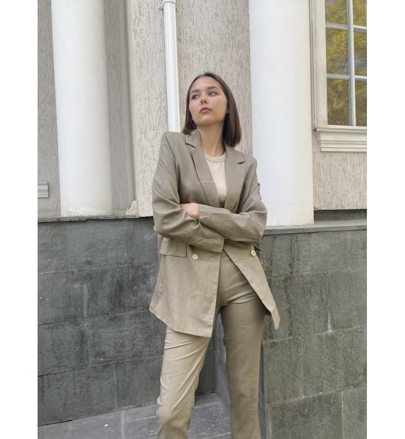 Костюм из льна, жакет удлиненный на пуговицах брюки укороченные