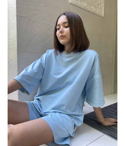 Костюм триктажный, футболка удлиненная свободного кроя и шорты бермуды