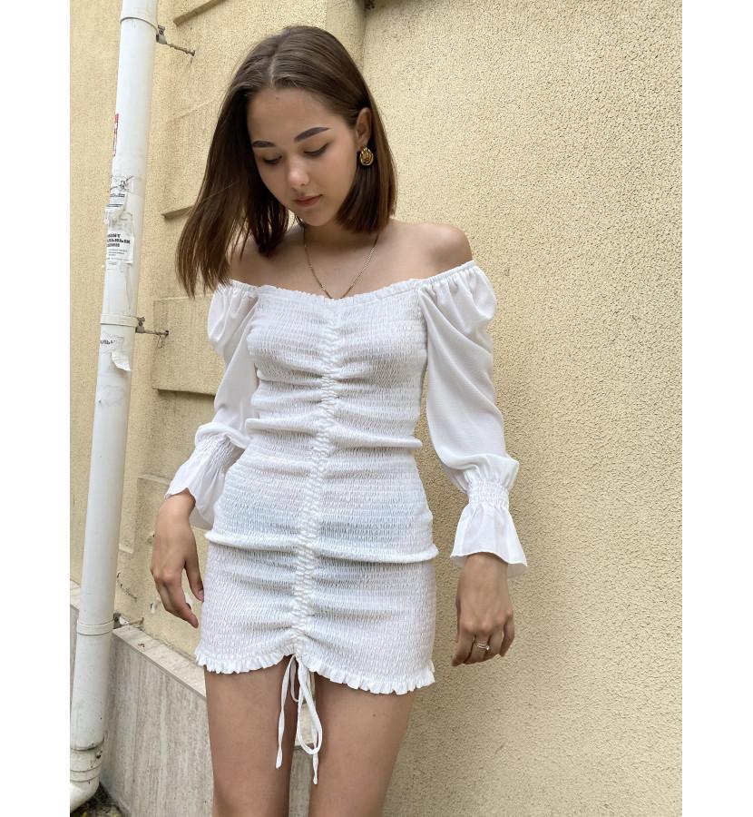 Платье мини с открытыми плечами на резинке