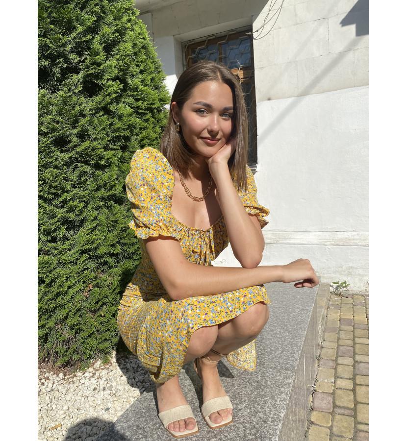 Платье миди с цветочным принтом и укороченным рукавом