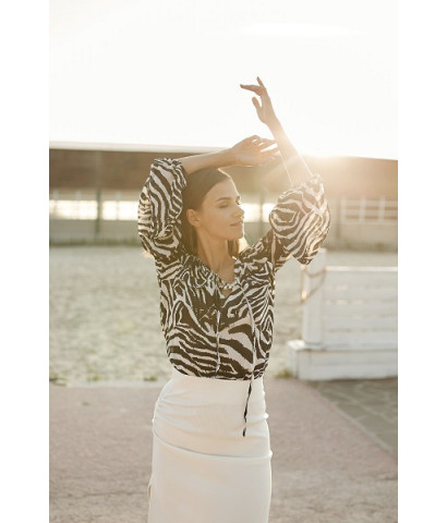 Блуза своболного кроя с анималистичным принтом