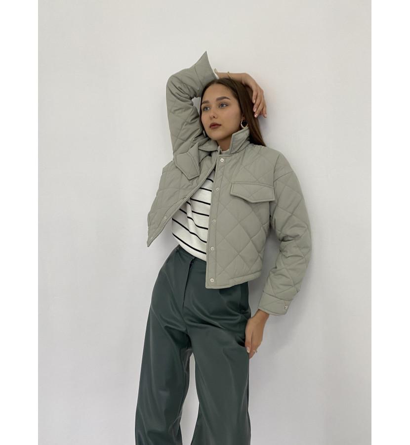 Куртка стеганная укороченная на заклепках