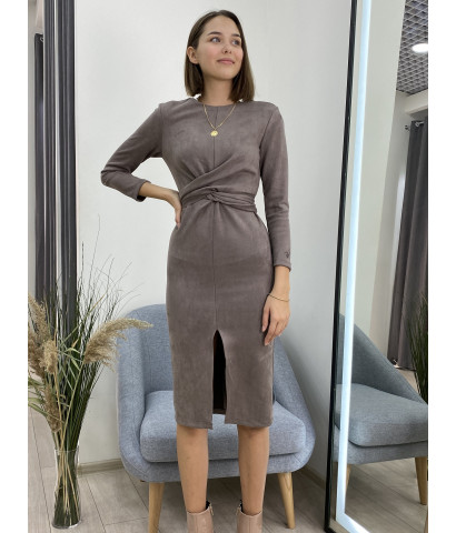 Платье из эко-замши, с деталью на талии, разрез спереди