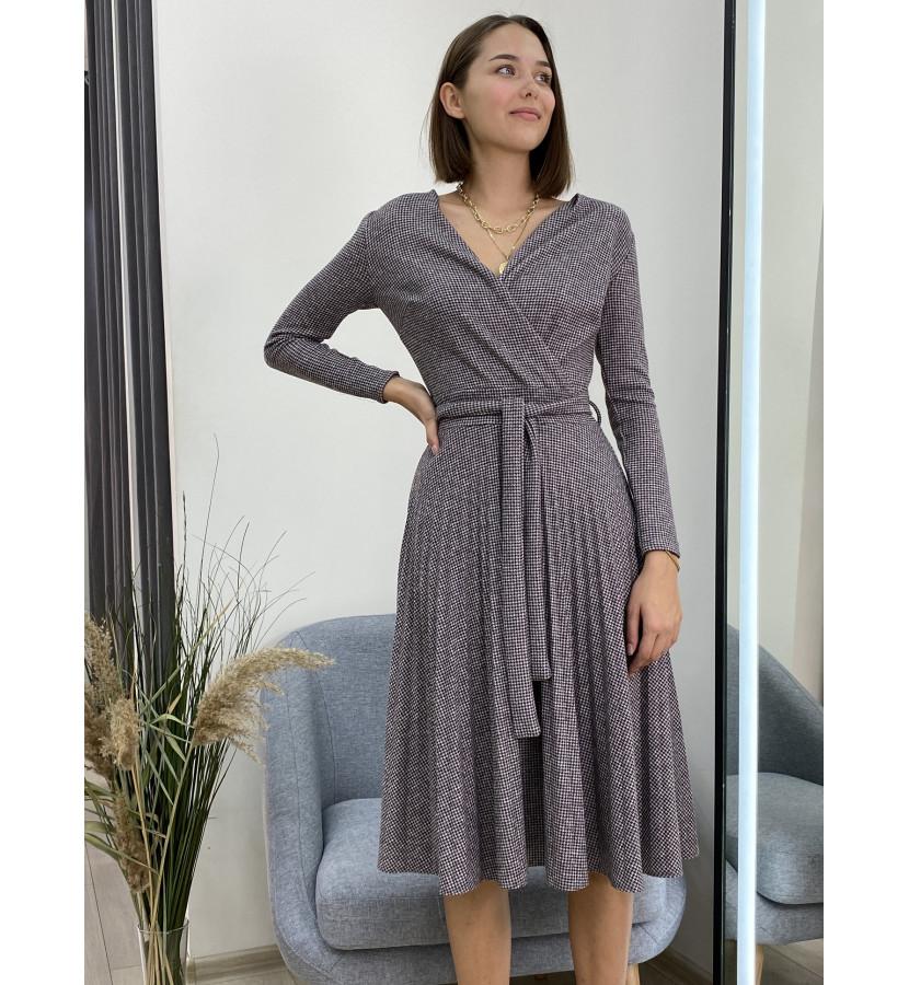 Платье трикотажное в мелкую клетку, с плиссированной юбкой, длина миди
