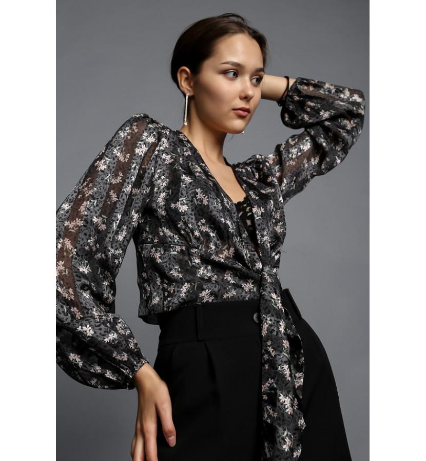 Блуза укороченная,с рукавами волан в принт цветочек