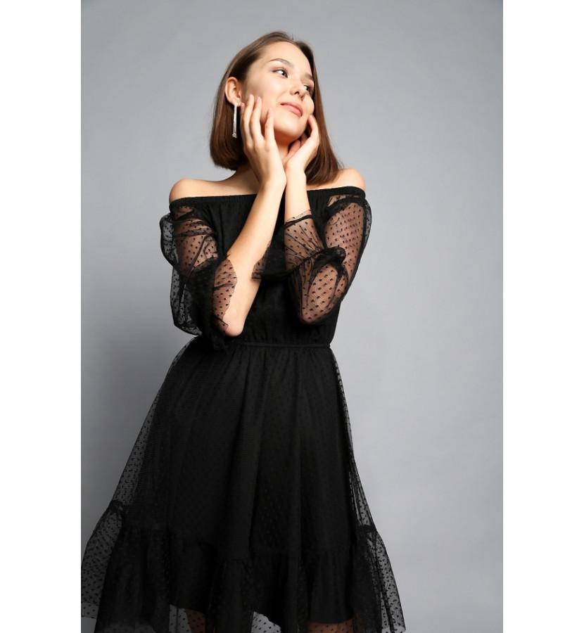 Платье с открытыми плечами из фатина