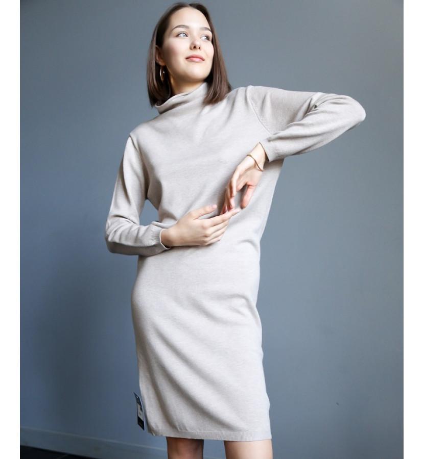 Платье трикотажное свободного кроя, с горлом