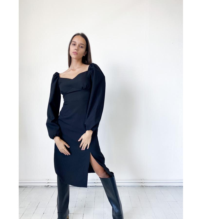 Платье - футляр по фигуре, с квадратным вырезом