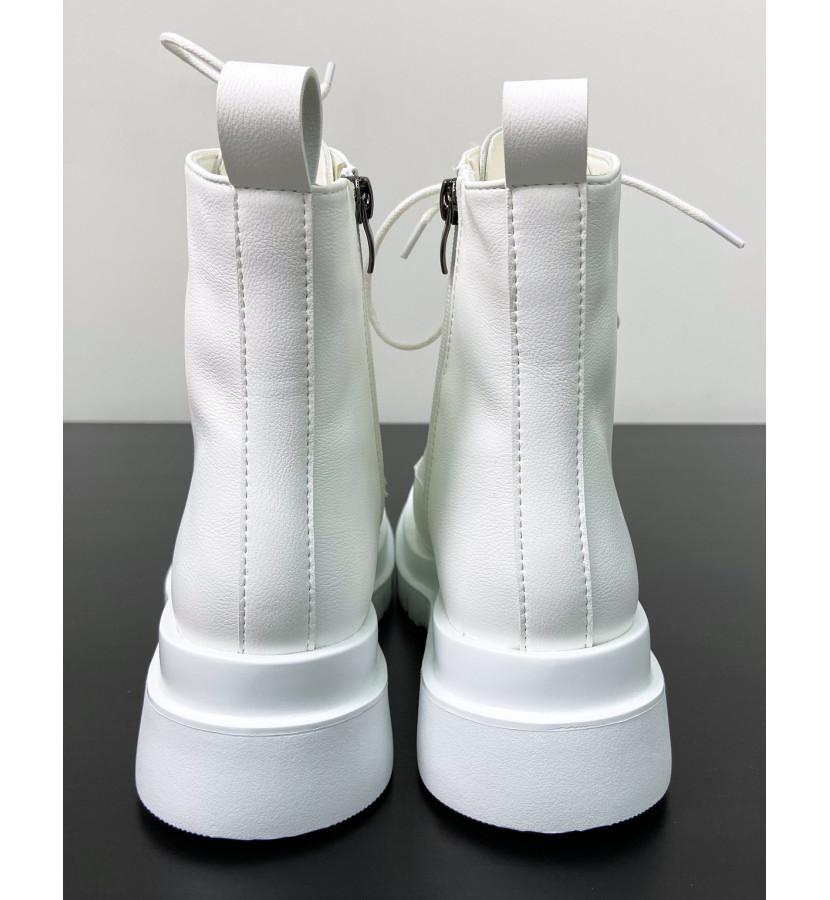 Ботинки из эко - кожи на шнуровке