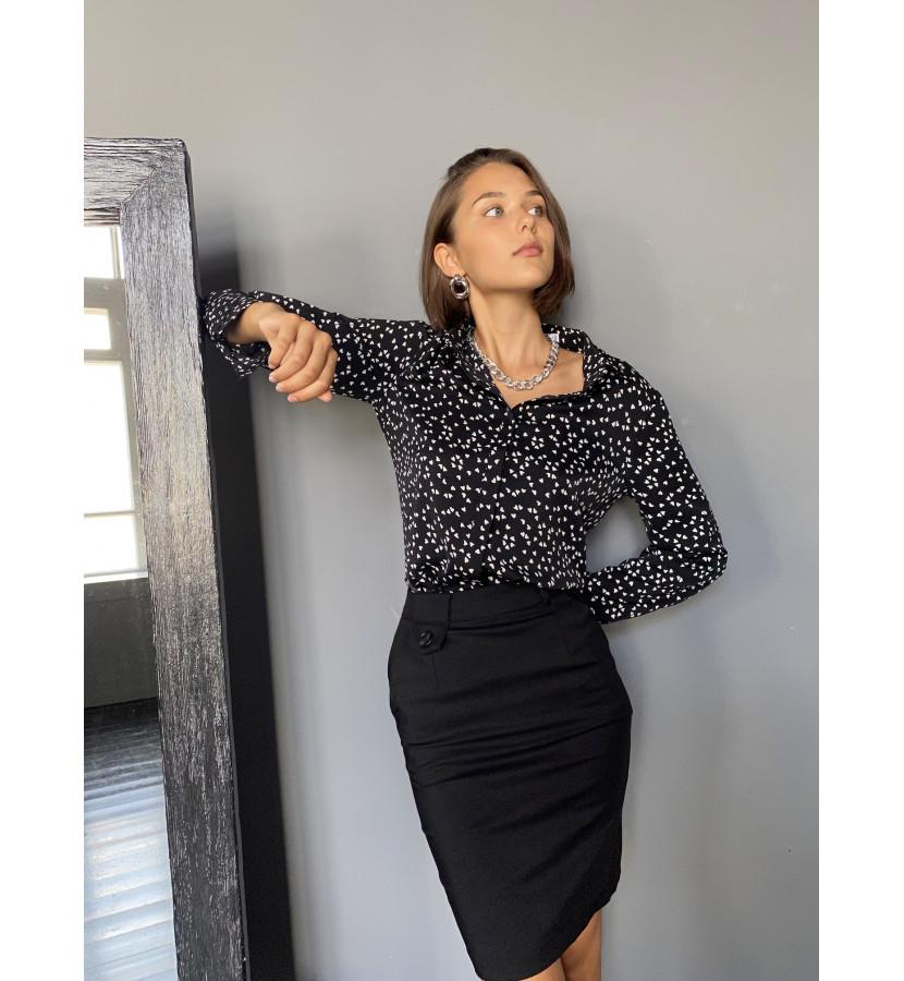 Блуза классическая с принтом в сердечки на пуговицах