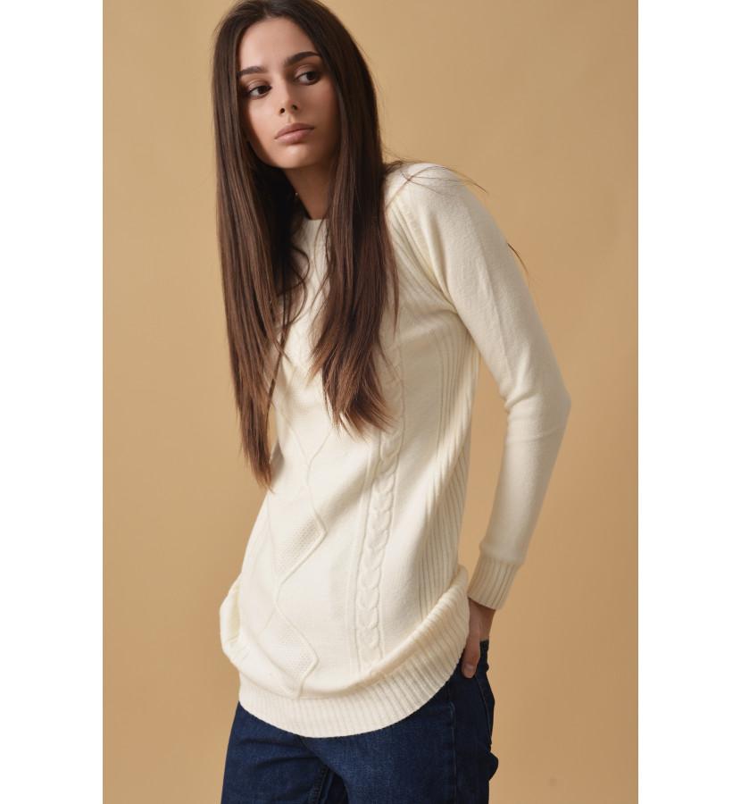 Удлиненный свитер с косичками