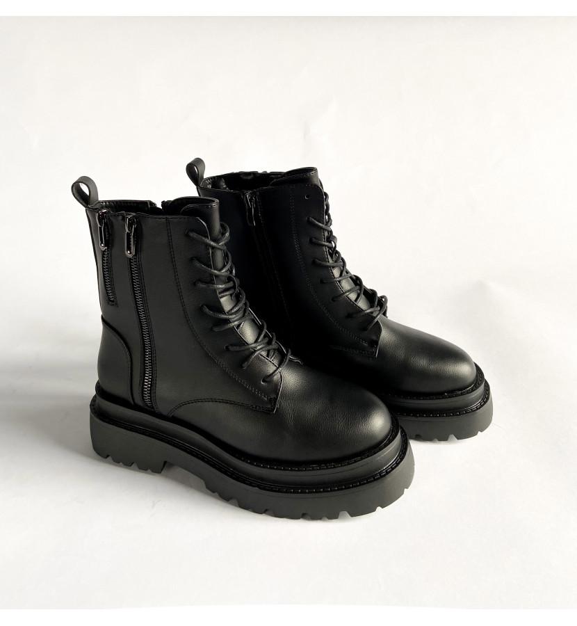Ботинки на грубой форме, с двумя замочками