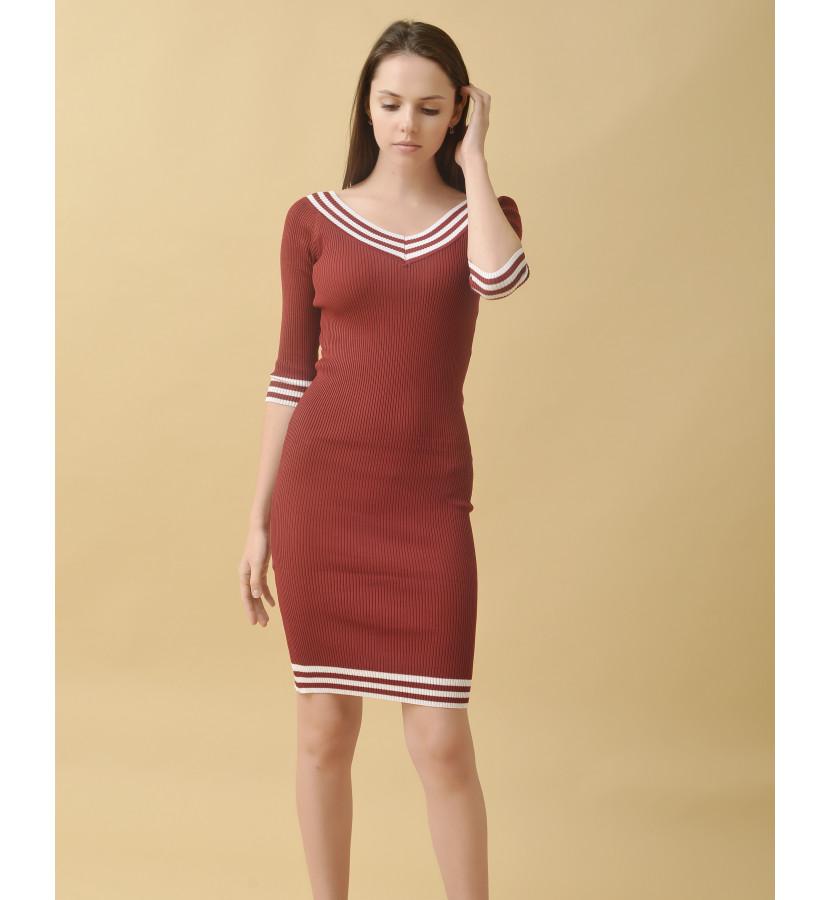 Платье лапша по фигуре с полосками с V-образным вырезом